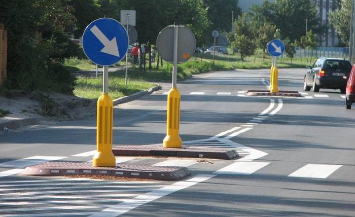Azyl dla pieszych na drodze