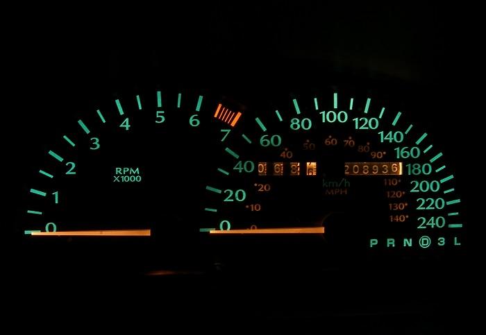 Deska rozdzielcza samochodu fot. rgbstock.com