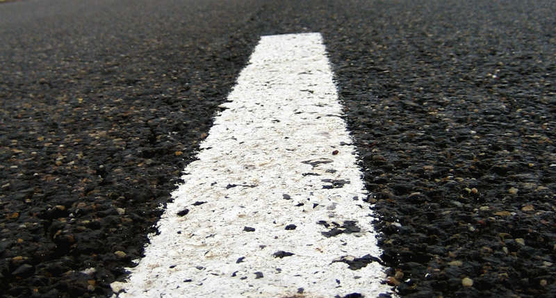 Oznakowanie poziome na drodze. Fot. rgbstock.com