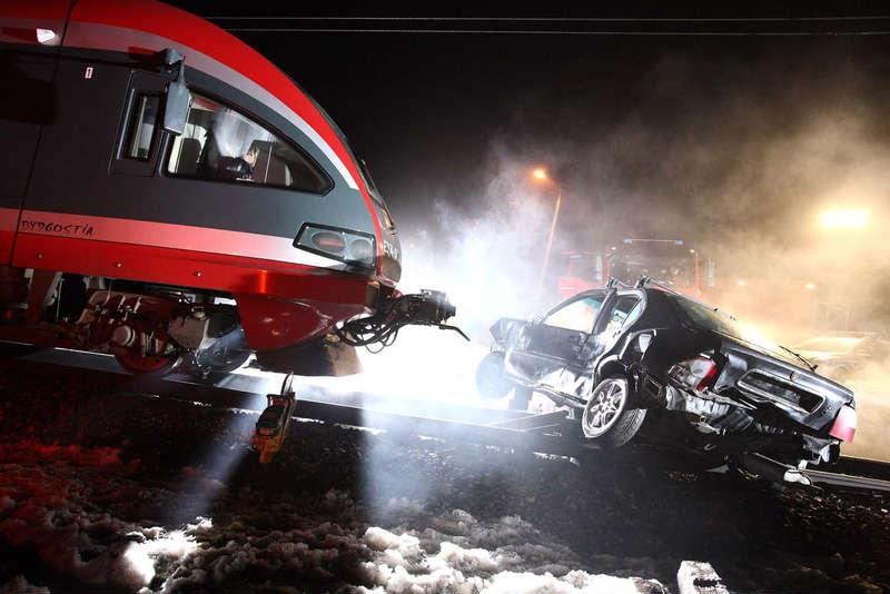 Zderzenie pociągu z samochodem. Fot. PKP PLK