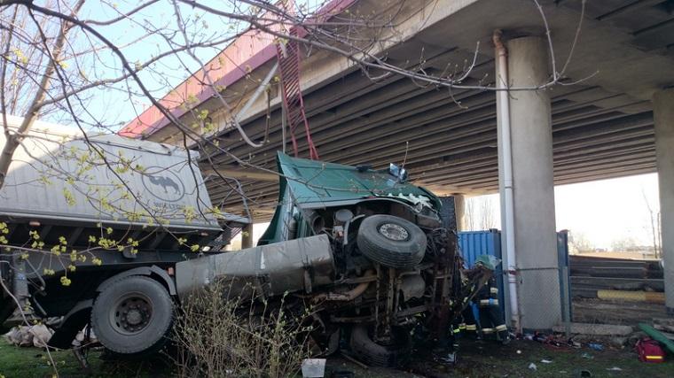 Wypadek. Estakada Kwiatkowskiego w Gdyni. Fot. KG PSP