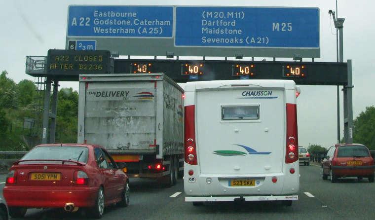 Autostrada M25 w Wielkiej Brytanii. Źródło: Wikipedia