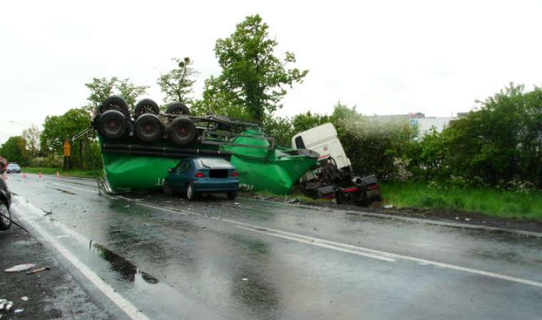Wypadek w Kijewie na drodze krajowej nr 11 Źródło: KG PSP