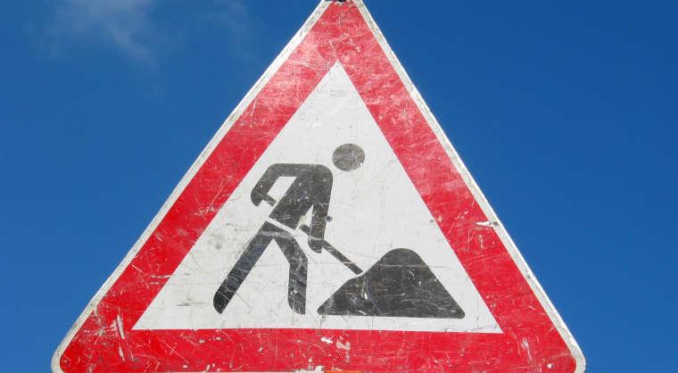 Znak ostrzegawczy roboty drogowe. Źródło: rgbstock.com