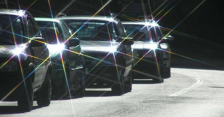 Samochody na drodze. Źródło: rgbstock.com