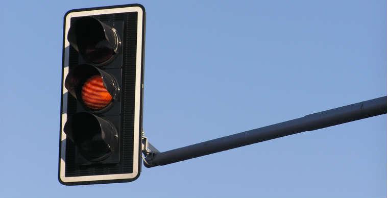 Sygnalizacja świetlna na skrzyżowaniu Źródło: rgbstock.com