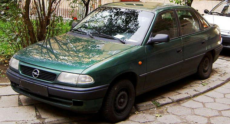 Opel Astra F sedan. Fot. CC-BY-3.0