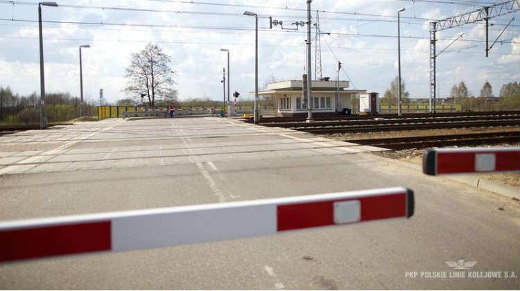 Rogatki na przejeździe kolejowym. Źródło: PKP PLK