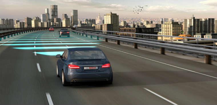 Układ automatycznej adaptacji prędkości i odległości miało 4 proc. nowych samochodów osobowych zarejestrowaych w Niemczech w 2013 r. Fot. Bosch