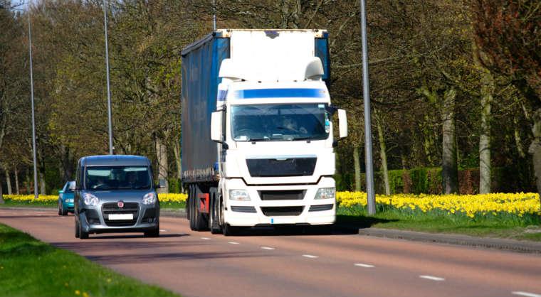 Samochody na drodze fot.rgbstock.com