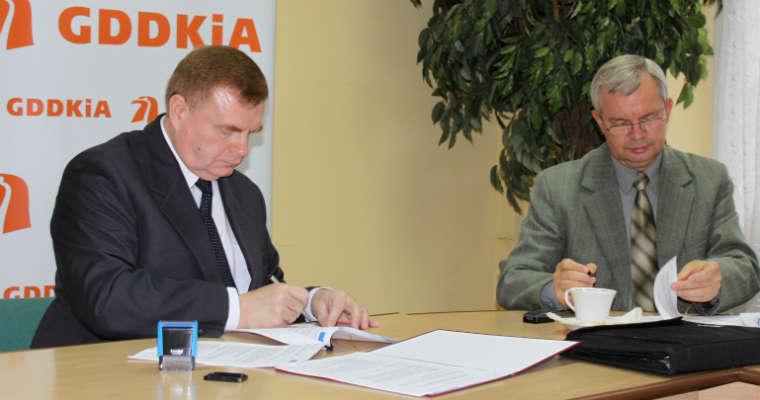 Podpisanie umowy na budowę obwodnicy Brodnicy w bydgoskim oddziale GDDKiA. Fot. GDDKiA