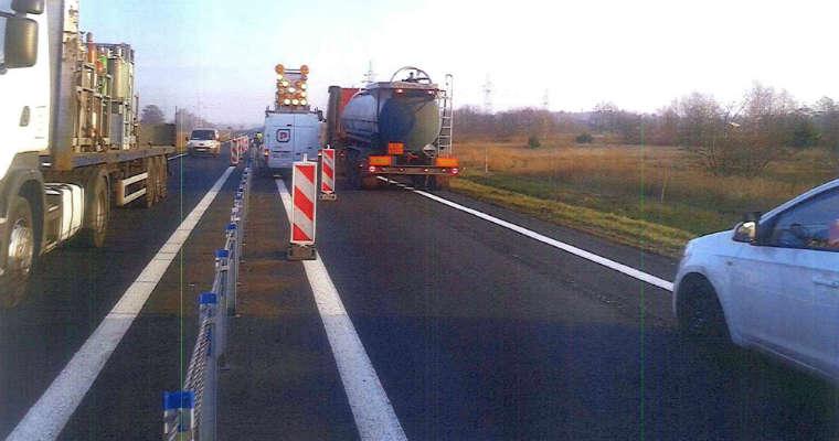 Naprawa bariery linowej na obwodnicy Kobylanki (Zachodniopomorskie). Fot. GDDKiA