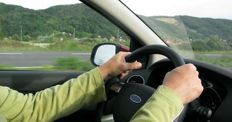 Kierowanie samochodem Fot. rgbstock.com