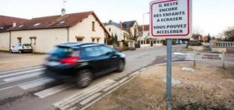 """""""Są jeszcze dzieci do przejechania. Przyspiesz"""" – szokujące znaki we Francji"""