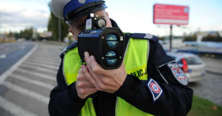 Policja z radarem laserowym. Źródło: http://krakow.policja.gov.pl