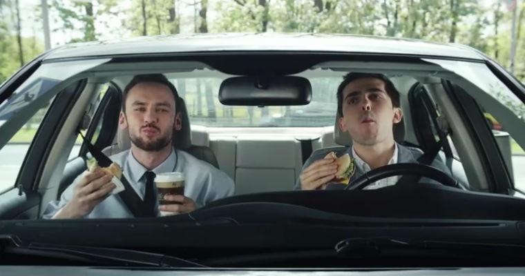 "Spot McDonald's ""Mam smaka na..."". Źródło: YouTube"