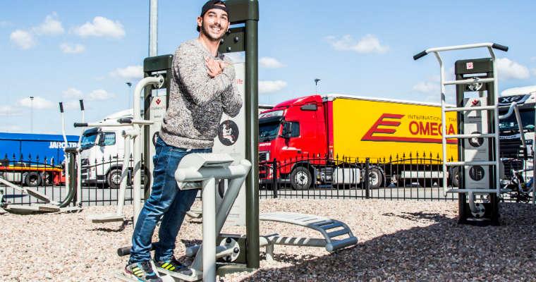 """Siłownia dla kierowców zbudowana w ramach kampanii """"Truckers life"""" przez fundację Trans.org Fot.Trans.org"""