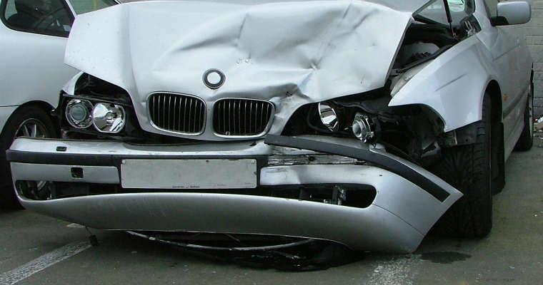 Samochód po wypadku Fot. rgbstock.com