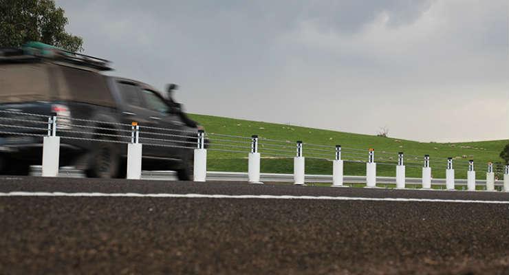 Bariery na drodze w Australii. Źródło: www.towardszero.vic.gov.au