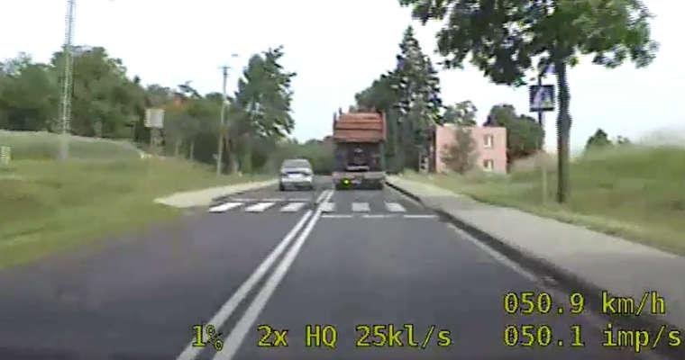 Wyprzedzanie na przejściu dla pieszych. Sulęcin. Fot. KGP