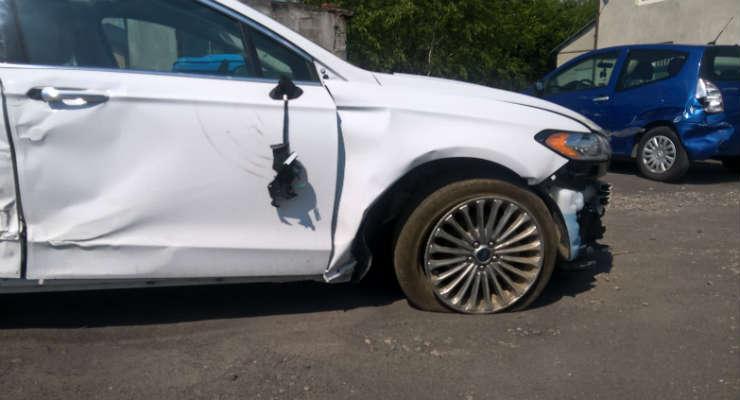 Samochód uszkodzony w wypadku. Fot. Łukasz Zboralski/brd24.pl