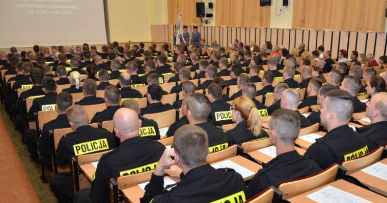 Egzamin końcowy młodych policjantów w Szkole Policji w Słupsku. Źródło: slupsk.szkolapolicji.gov.pl