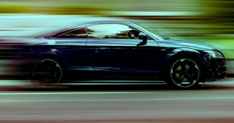 Szybki samochód Źródło: publicdomainpictures.net