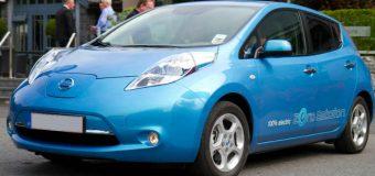 Elektryczne samochody mają obowiązkowo wydawać dźwięk przy niskiej prędkości