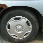 Rdza na samochodzie. Fot. Christopher Ziemnowicz/wikipedia