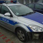 Radiowóz policjantów uszkodzony przez kierowcę ze Skawiny. Źródło: policja