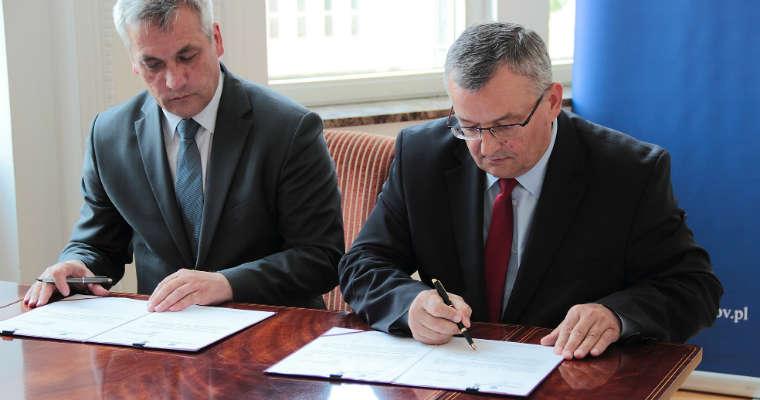 Minister infrastruktury i budownictwa Andrzej Adamczyk i wiceminister Jerzy Szmit. Fot. MIB