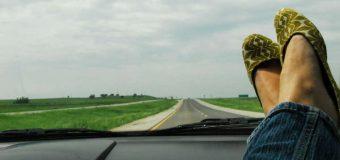 Pięć okropnych samochodowych błędów wakacyjnych. Popełniasz je?