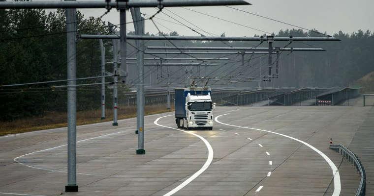 Na 10 kilometrach autostrady A5 w Niemczech powstanie linia dla hybrydowych ciężarówek. Fot. Siemiens