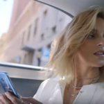 Anja Rubik jedzie bez pasów w reklamie Orange LOVE. Źródło: YouTube
