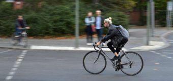 Kaski rowerowe z głów, mandaty za prędkość w dół. Fiński rząd ma ekscentryczny pomysł