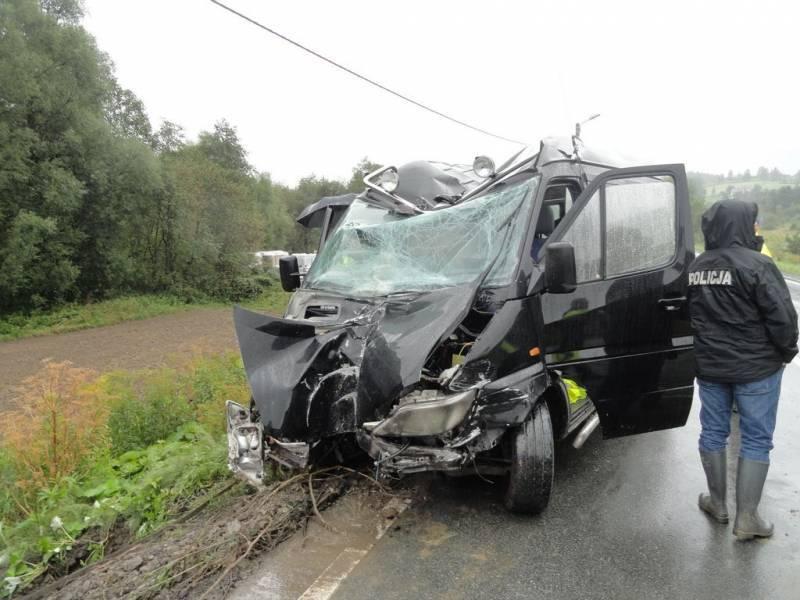Wypadek busa z weselnikami w Nowym Sączu. Źródło: PSP Nowy Sącz