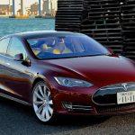 Testy pokazały, że samochody Tesla z autopilotem są bezpieczniejsze.