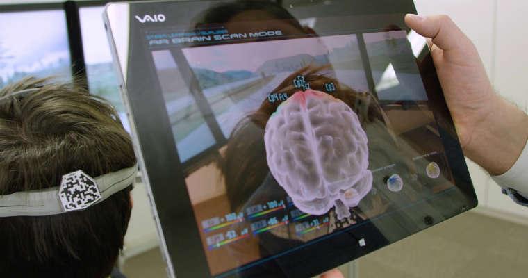 Badacze Nissana śledzą pracę mózgu na bieżąco, starają się zrozumieć jak działa podczas prowadzenia auta. Fot. newsroom.nissan-global.com