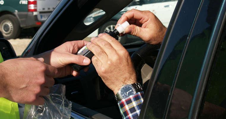 Kontrola trzeźwości kierowców. Fot. CC0