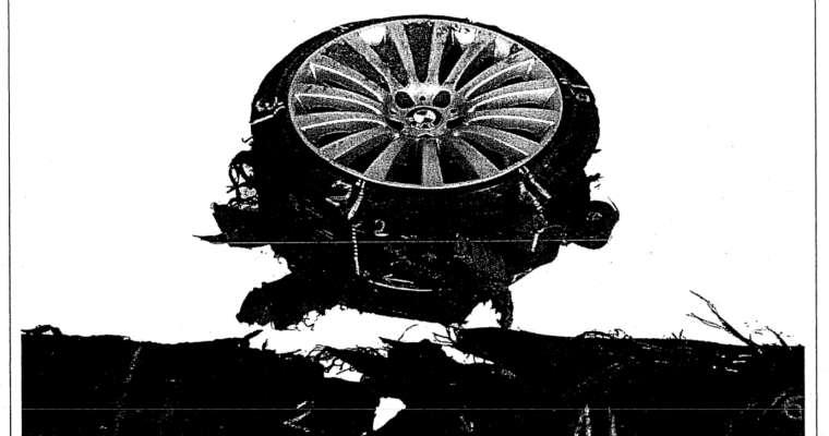 Uszkodzona opona z prezydenckiego samochodu BMW. Źródło: analiza biegłych STOMIL
