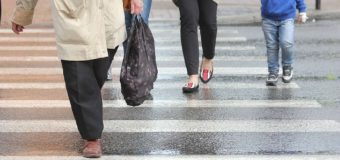 Policja w Warszawie zapewnia, że dba o seniorów na przejściach