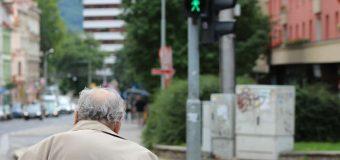 Stolica śmiertelnie niebezpieczna dla seniorów. To głównie oni giną pod kołami samochodów