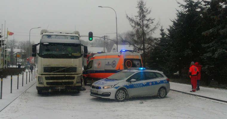 Kierowca ciężarówki zabił dziecko przechodzące przez pasy na zielonym świetle w Trąbkach Wielkich. Fot. Północna.tv