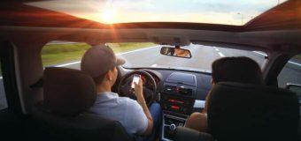 SMS podczas jazdy? Ryzyko wypadku wzrasta dwukrotnie