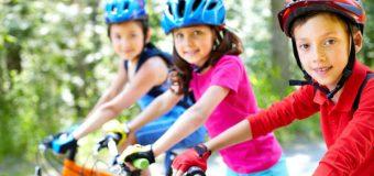 UJAWNIAMY: Od 2019 r. dzieci będą musiały jeździć na rowerze w kasku do ukończenia podstawówki