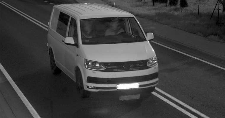 Podczas majówki fotoradar złapał np. kierowcę volkswagena jadącego 156 km/h  w obszarze zabudowanym w Jędrzychowicach - tam, gdzie powinien jechać 50 km/h. Fot. CANARD