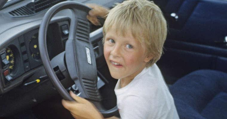 Dziecko za kierownicą samochodu Fot. CC0