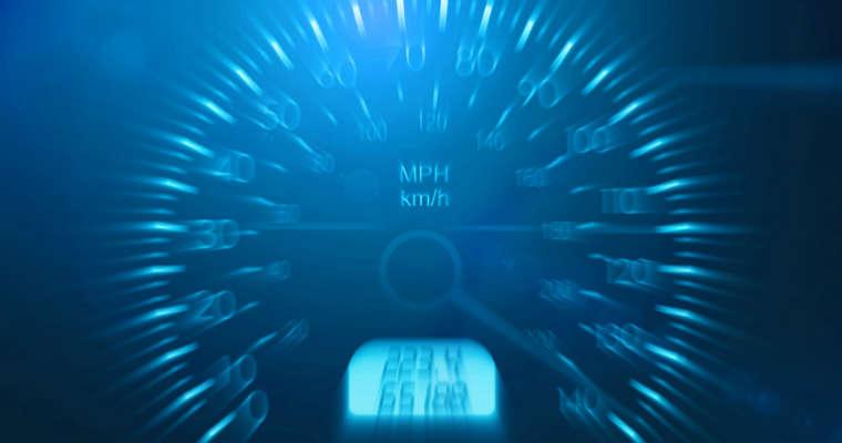 Prędkościomierz samochodu. Fot CC0