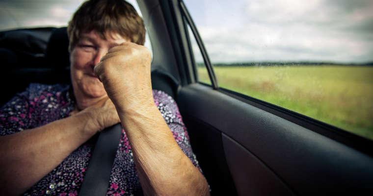 Starsza kobieta w samochodzie. Fot. Tauno Tõhk/CC BY-SA 2.0