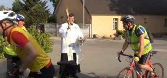 MSWiA pracuje nad przepisem, który ureguluje… kierowanie ruchem na pielgrzymkach rowerowych